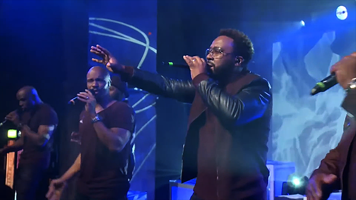 Naturally 7 in concert